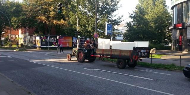 Cu tractorul prin Hamburg